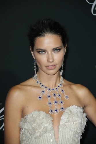 Adriana Lima wallpaper possibly containing a bridesmaid entitled Adriana Lima