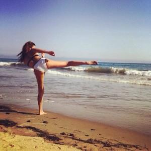 Alyson Stoner bikini picture
