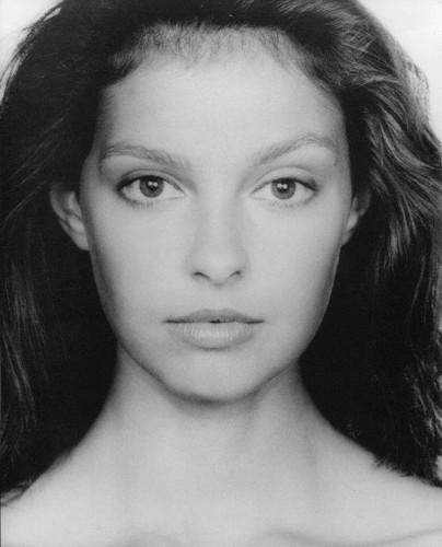 Ashley Judd wallpaper containing a portrait entitled Ashley Judd