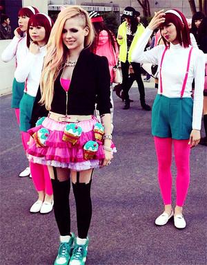 Avril - Hello Kitty