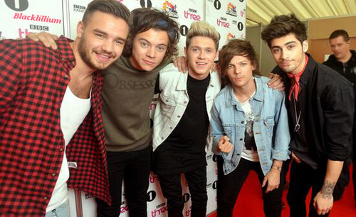 One Direction fond d'écran with a well dressed person entitled BBC radio 1 Big Weekend