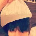 Baekhyun 140604 Instagram Update: 머리에 혹이생겼다.얼음을가져다주셨다. (내얼굴�