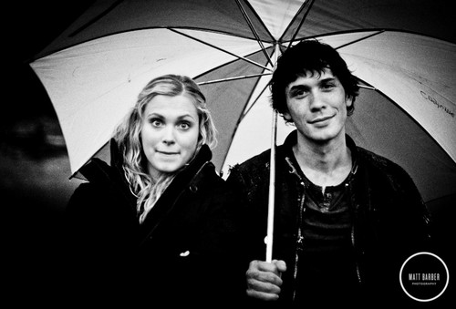 100 (Сотня) сериал Обои containing a parasol titled Bob and Eliza