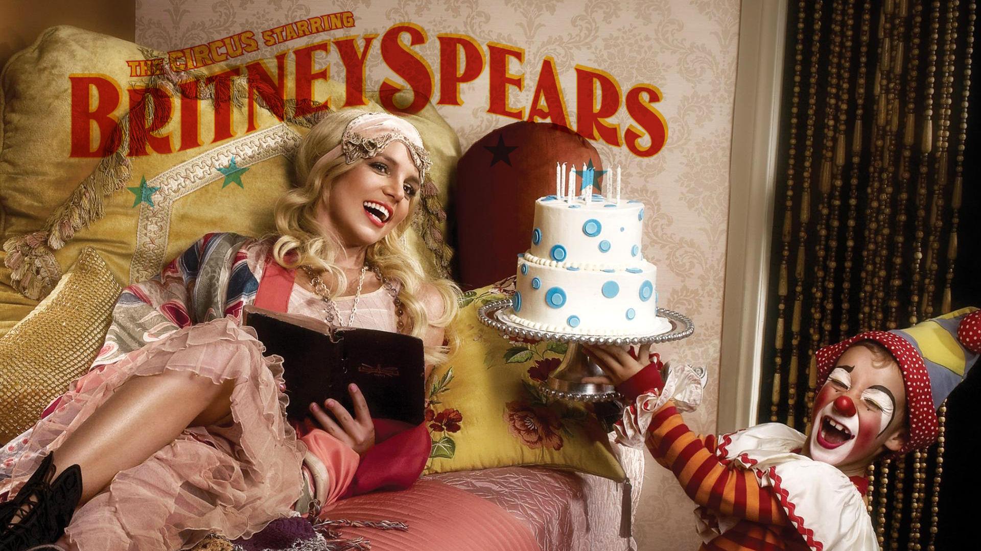 Britney Spears comeback in 2008 'Circus' is tien jaar oud