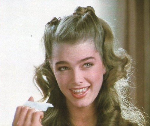 Brooke Shields wallpaper probably containing a conch and a portrait entitled Brooke Shields