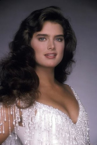 Brooke Shields wallpaper containing a portrait entitled Brooke Shields