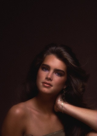 Brooke Shields wallpaper possibly with attractiveness, skin, and a portrait called Brooke Shields