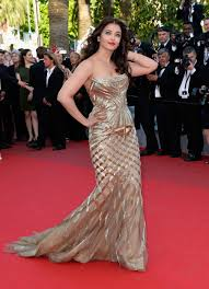 Aishwarya Rai kertas dinding probably with a makan malam, majlis makan malam dress, a bridesmaid, and a gaun titled Cannes film festival