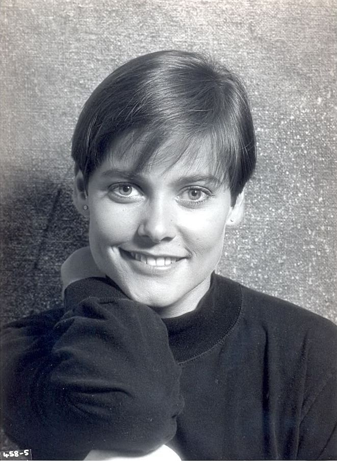 Carey Lowell (Pam Bouvier)