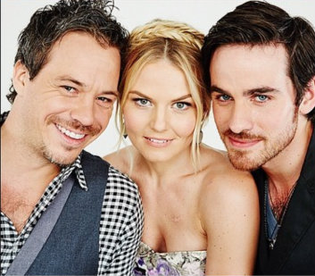 Colin O'Donoghue kertas dinding possibly with a business suit and a portrait entitled Colin O'Donoghue, Jennifer Morrison and Michael Raymond-James ღ