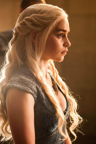 Daenerys Targaryen Hintergrund probably with a portrait called Daenerys Targaryen Season 4