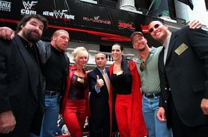 Debra in uithangbord straat with WWE stars - 2000