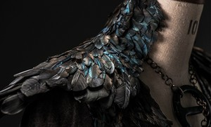 Details of Sansa's new dress from The Mountain and the 毒蛇