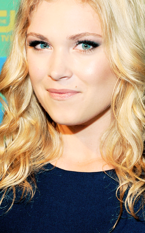 Eliza Taylor at the CW Upfronts