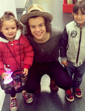 Harry with fans :)