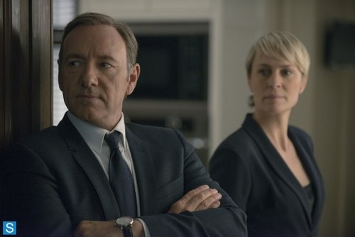 House of Cards 壁纸 with a business suit, a suit, and a 细条纹 called House of Cards - Season 2 - Promotional 照片