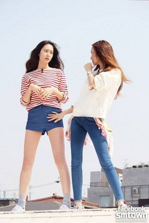 Jessica and Krystal in still cuts from their reality hiển thị 'Cover Girls'
