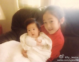 Jessica weibo update 'Little Sica and Krystal'
