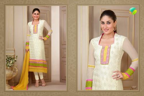 kareena kapoor fond d'écran entitled Kareena in Beautiful Anarakali Suit