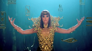 Katy Perry- Dark Horse {Music Video}