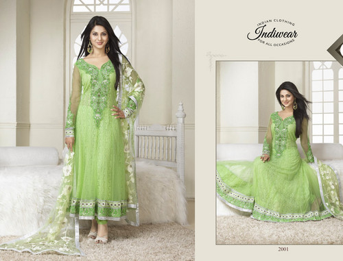 Saraswatichandra (la serie tv) wallpaper possibly containing a gown, a cena dress, and a bridesmaid entitled Kumud in Anarkali Suit