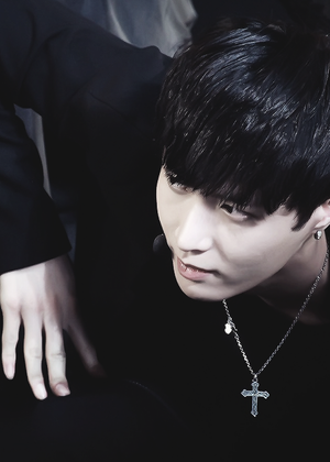 Lay so damn hot❤ ❥