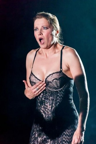 Lucy Lawless wallpaper probably with a bustier called Lucy Lawless (Chicago)