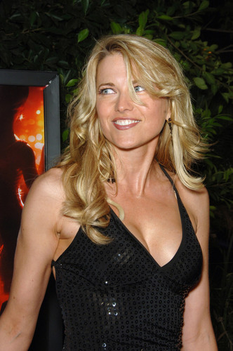 Lucy Lawless wallpaper entitled Lucy Lawless