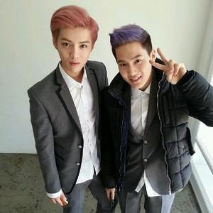 Luhan 140522 Instagram Update: 생일축하해~ !