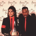 Michae And Eddie Murphy Backstage At The 1989 American musique Awards