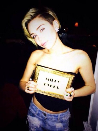 Miley Cyrus kertas dinding called Miley Cyrus