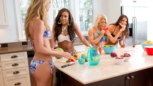 diva wwe wallpaper called NXT's Summer Vacation - House Party