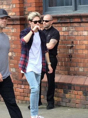 Niall outside his hotel in Manchester (31.05.2014) - x
