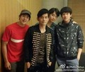 Nichkhun and Chansung take a photo with Jay Chou