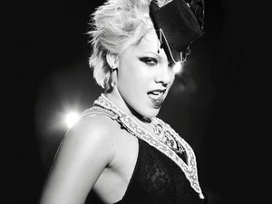 P!nk фото Shoots, and Pictures
