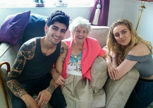 Perrie with Zayn and her grandmother ❤
