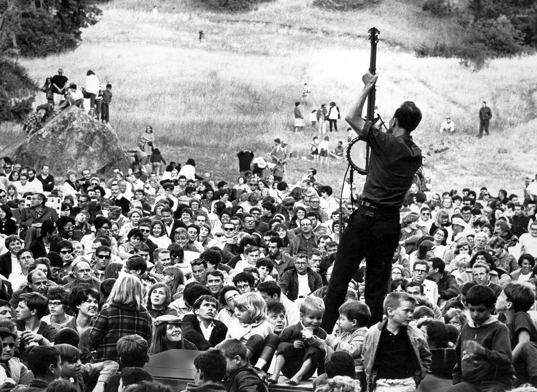 Woody Guthrie - Pete Seeger The First Rays Of The Protest In The Twentieth Century