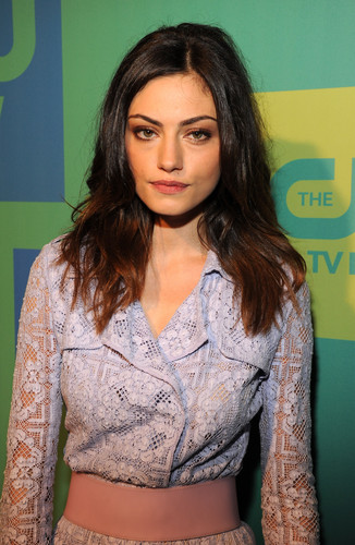 Hayley پیپر وال possibly with a nightwear, a blouse, and a shirtwaist titled Phoebe Tonkin