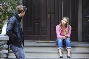 "Pretty Little Liars 5.02 ""Whirly Girl"" - promotional تصاویر"