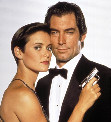 "James Bond fond d'écran probably containing a business suit called Promo photo For The 1989 Bond Film, ""License To Kill"""