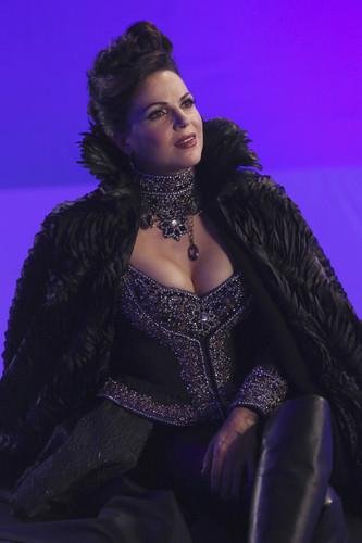 La Méchante Reine/Regina Mills fond d'écran entitled Queen Regina HQ