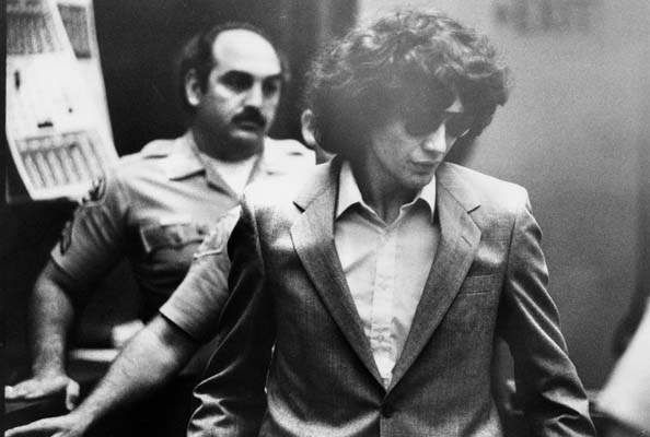 Рамирез, Ричард Richard-Ramirez-serial-killers-37177687-594-400