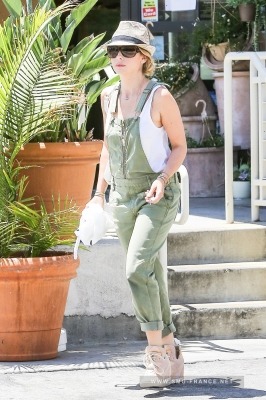 Sarah Arriving at Her Office, Beverly Hills (June 4th, 2014)