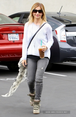 Sarah Getting Coffee Then Lunch at the W Hotel, LA (May 22nd, 2014)