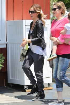 Sarah Shopping at Intermix, Brentwood Country Mart, LA (May 21st, 2014)