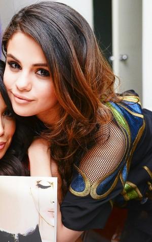 Selena peminat Art