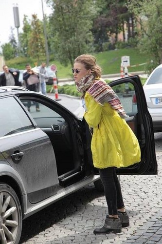 Serenay Sarikaya kertas dinding containing a sedan and a hatchback titled Serenay Sarikaya ♥