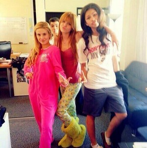Shake It Up Cat Reunite !!
