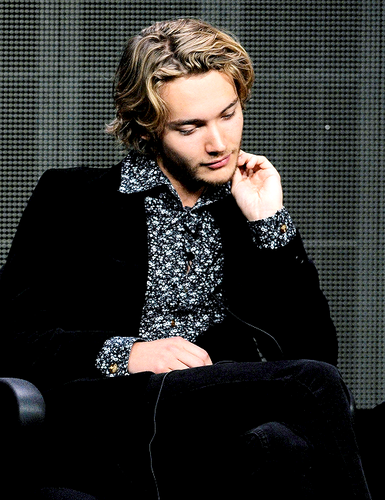 Toby Regbo wallpaper possibly with a well dressed person entitled Toby Regbo
