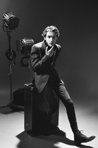 Toby Regbo fondo de pantalla possibly with a business suit and a concierto titled Toby Regbo